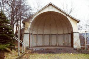 Musikbühne vor der Sanierung 1990